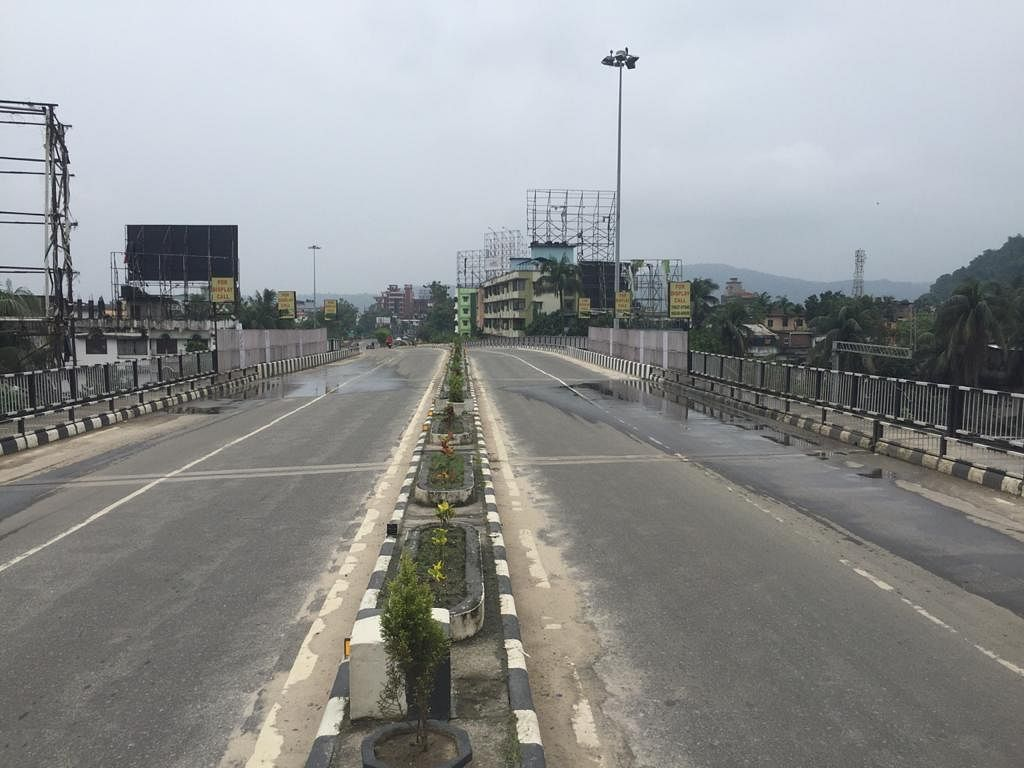 Almost all roads in Guwahati wear deserted look during the lockdown