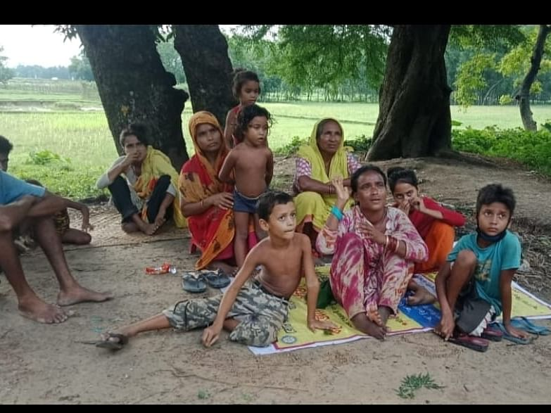 For 6 days, 12 Bangladeshi nationals stranded in zero line along Bangla border