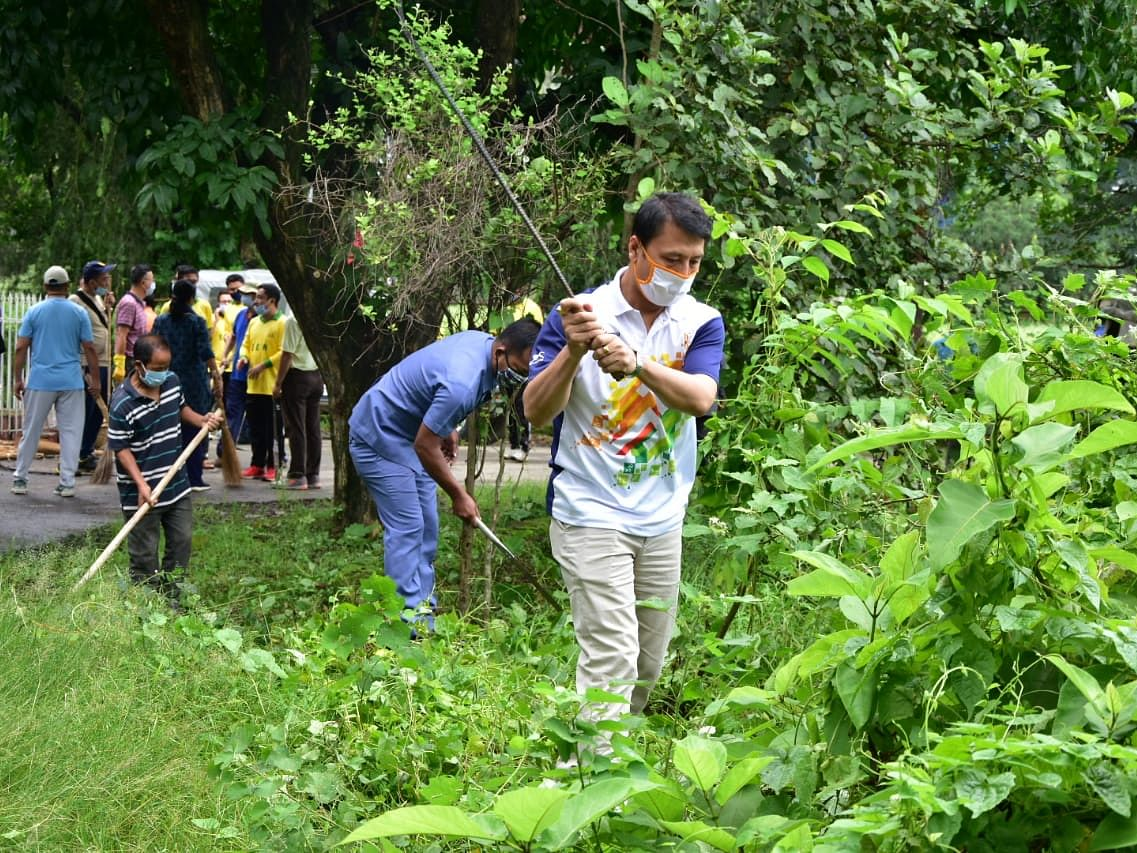 Manipur education minister conducts cleanliness drive amid COVID-19 pandemic