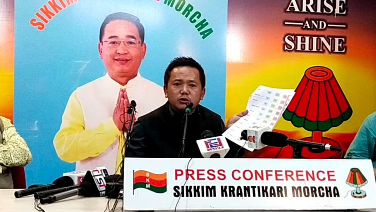 SKM spokesperson Jacob Khaling was addressing media persons on July 19 when EastMojo correspondent Pankaj Dhungel tried to ask him a question