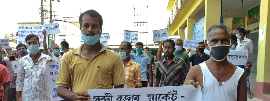 The protestors demanded early solution towards arrangement of a good place for the vendors in the bazar