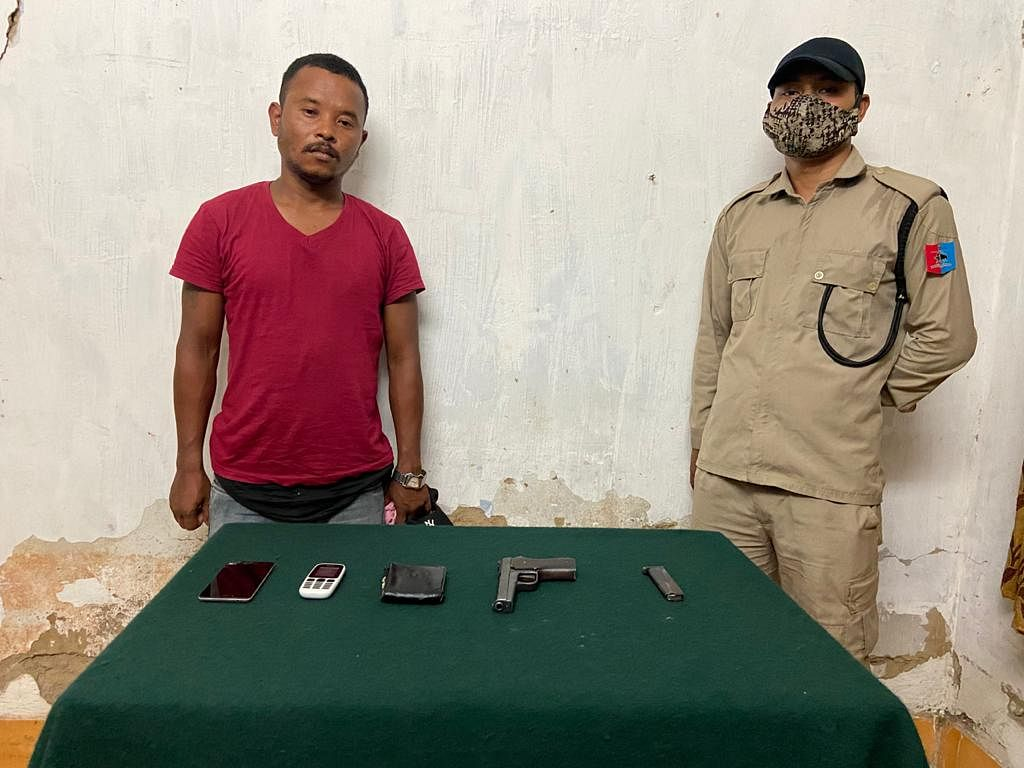 Apprehended NSCN-R cadre along with the recovered items