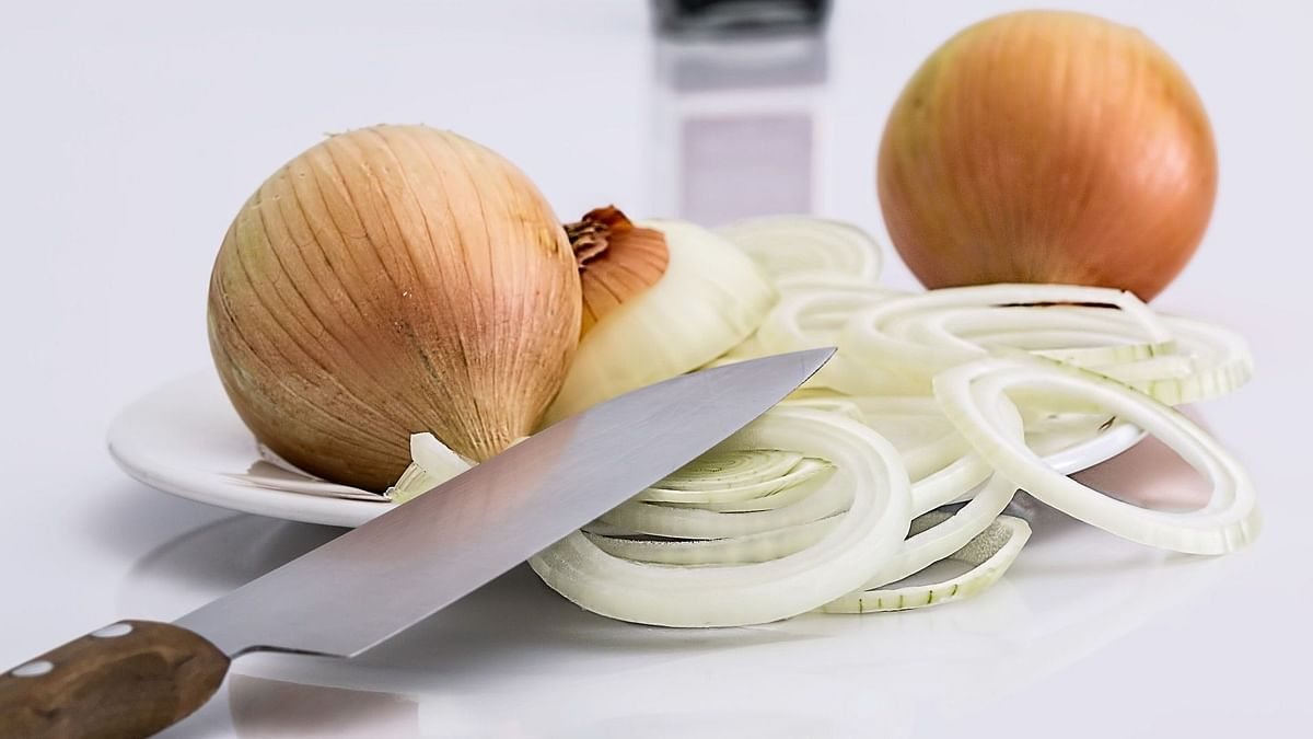 Adding onions to our daily diet will also protect us from summer sunstroke