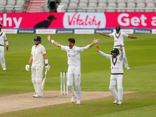 Pak consolidate position as hosts struggle at 92/4 at Old Trafford