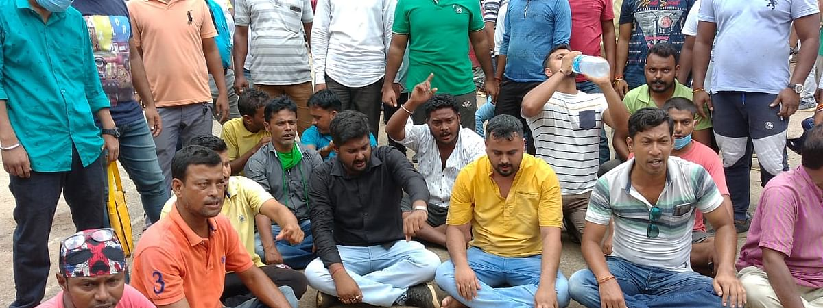 Supporters of BJP stage a sit-in demonstration at Bishalgarh police station demanding suspension of police officials who used force on their workers