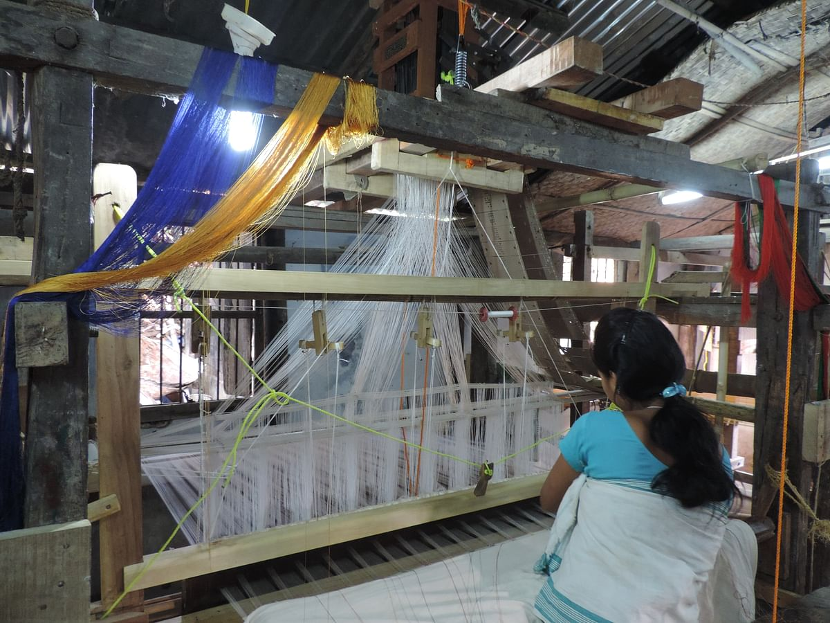 Due to the current conditions, many hand weavers have no income and haven't earned anything for several months