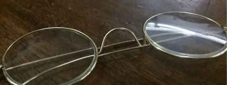 The glasses were in possession of a man whose uncle got the glasses from Mahatma Gandhi himself