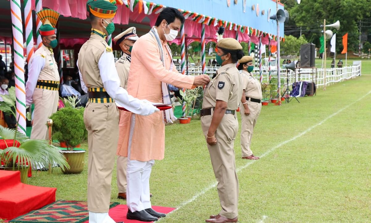Chief minister Biplab Kumar Deb presenting medal to a woman cop at the Assam Rifles parade ground on the occasion of 74th Independence Day celebrations
