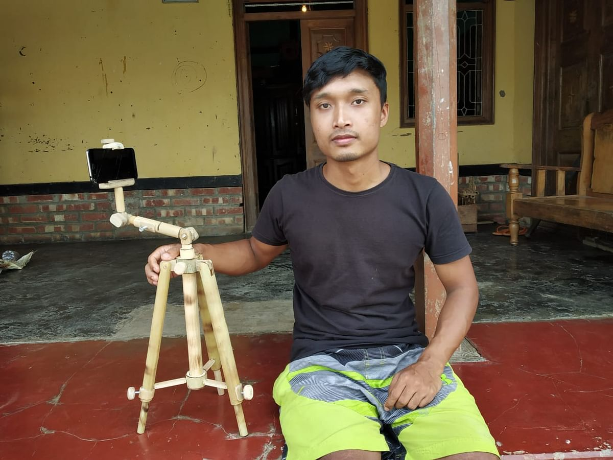 Konsam Romesh Singh along with his bamboo mobile phone tripod
