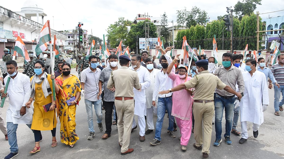 Over 300 Congress supporters were arrested temporarily during the bandh on Monday