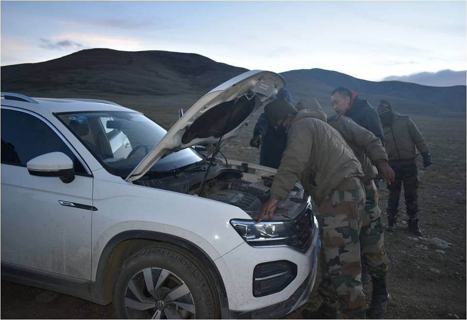 Indian Army personnel fixing the vehicle of Chinese nationals who strayed into North Sikkim