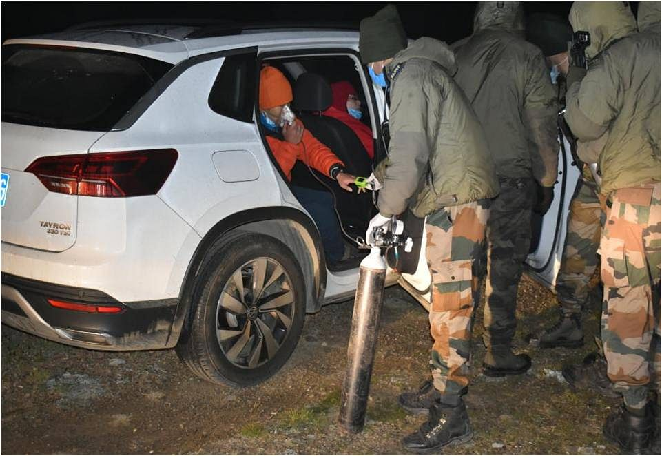 Indian Army personnel offering oxygen to the stranded Chinese nationals