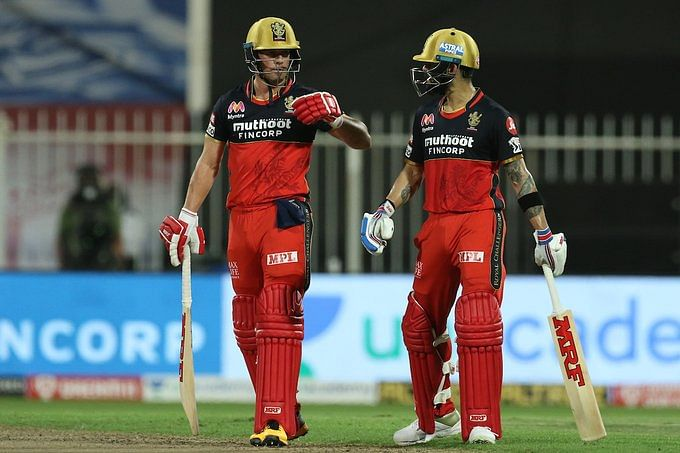 AB de Villiers(L) and Virat Kohli(R) stitched an unbeaten 100-run-partership for the third wicket