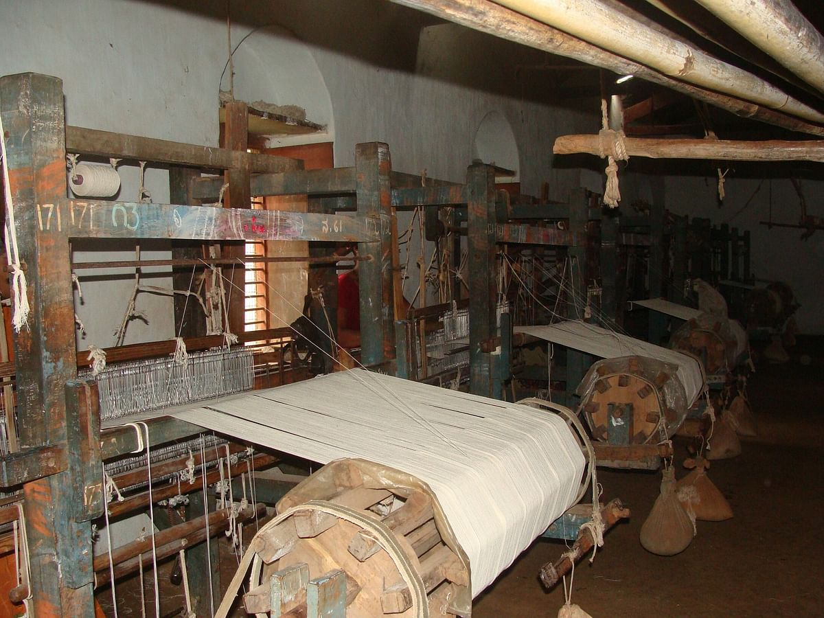 Mahatma Gandhi began promoting the spinning of khadi for rural self-employment and self-reliance
