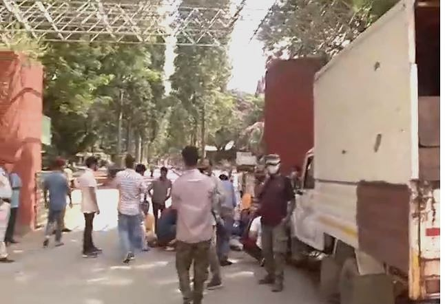 Vehicles carrying beef along with other meat for food requirements of animals of Assam zoo were not allowed to enter the zoo premises