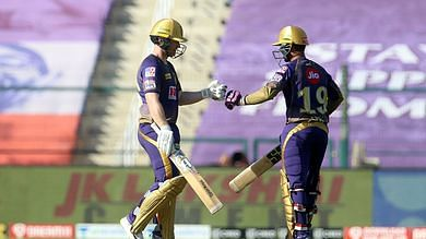 Eoin Morgan(L) and Dinesh Karthik(R) scored a 58-run-partnership off just 30 deliveries and powered the Knight Riders to a competitive total of 163/5 at the end of their 20 overs