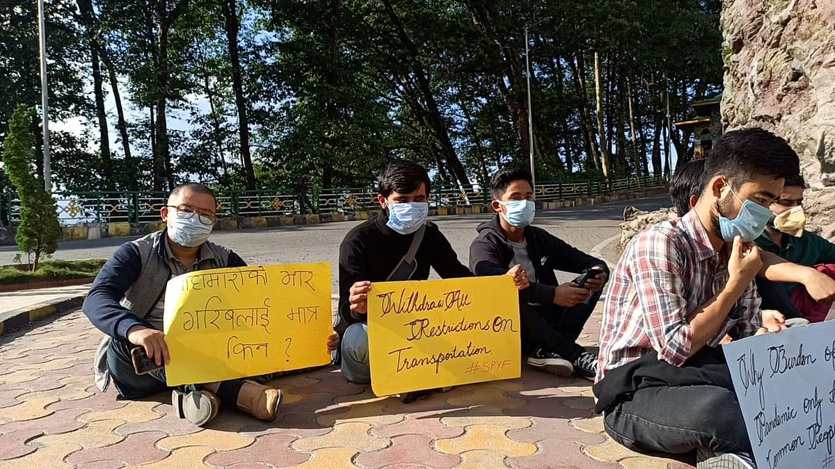 Members of SPYF who have been camping at the Tashiling Secretariat since Thursday, asserted that they will not move unless the government changes its notification allowing commuters to freely travel with no extra charge