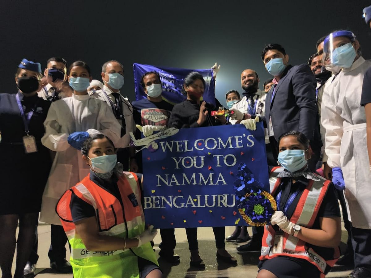 IndiGo's ground crew welcoming the lady and the new born with a round of applause and posters