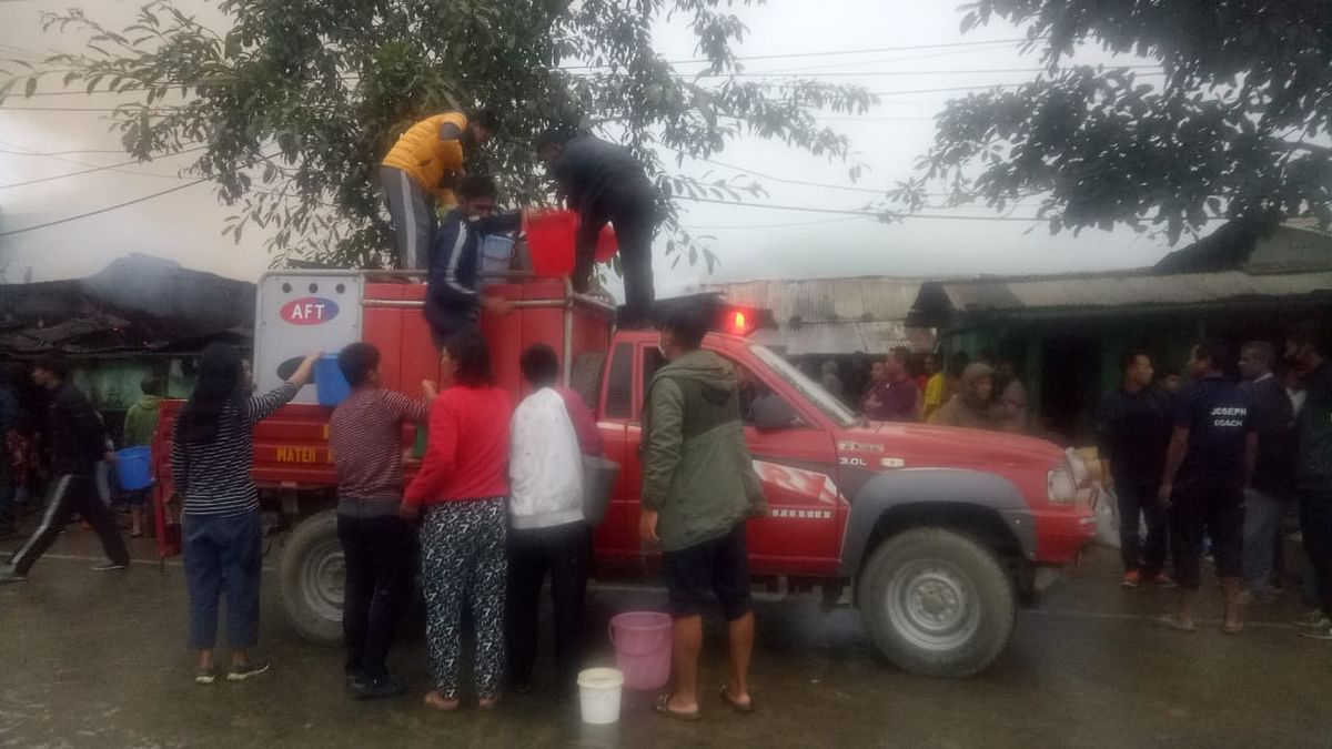 Public were seen filling the mini fire brigade on Thursday morning
