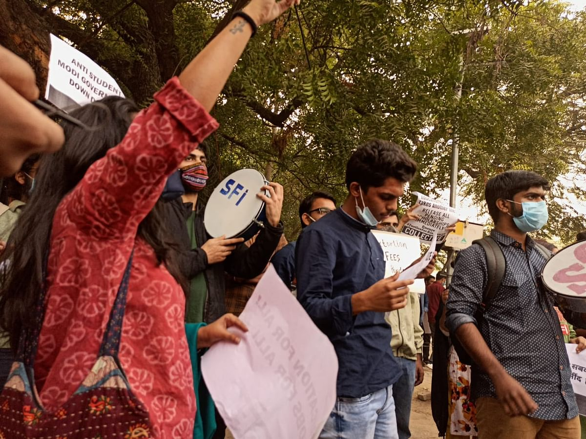 Students demanding the release of scholarships and fellowhips.