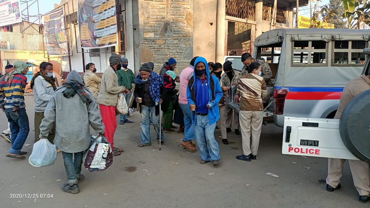 People from all walks of life enjoying the breakfast given out by Dimapur Police this morning