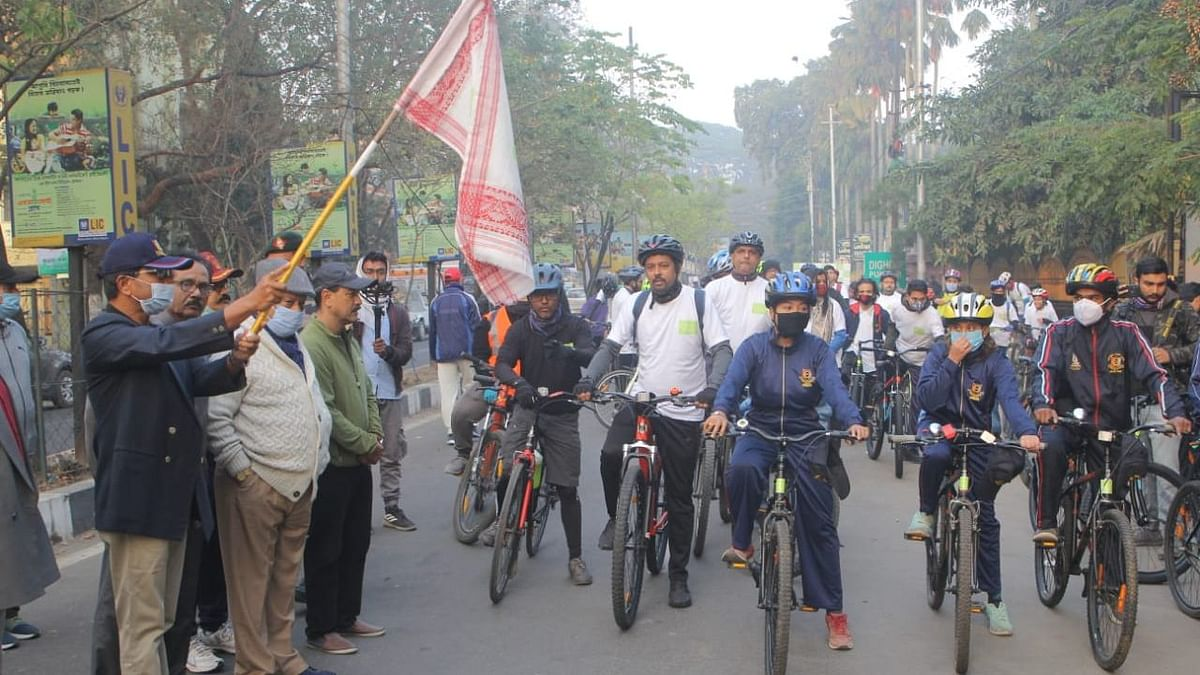 Team Aroha has successfully organized a launch ride at DigholiPukhuri, Guwahati, Assam on Sunday, 3rd January at 06:00 AM.