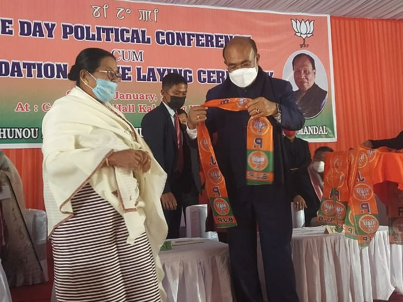 Manipur: Over 100 people join BJP in Kakching district
