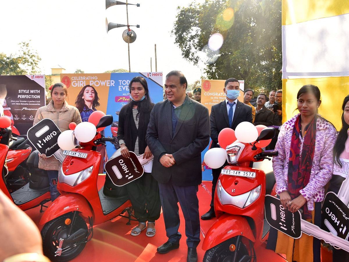 Assam: Himanta Biswa distributes scooters to female students in Baksa