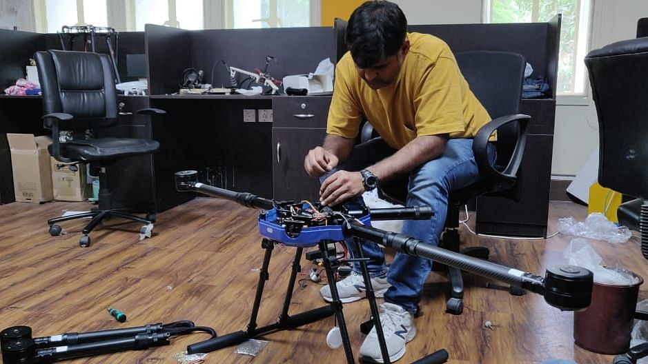 A heavy payload drone for integrating hyperspectral cameras and heavy payloads