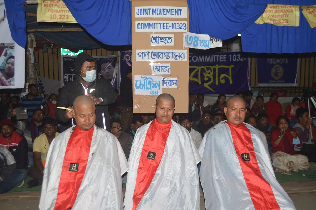Protesting teachers tonsure their heads in protest of rise in death toll