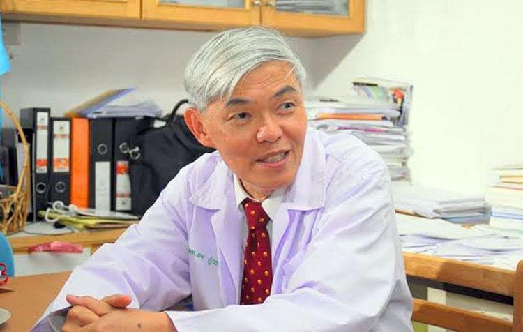 ภาพ นพ.ยง  ภู่วรวรรณ หัวหน้าศูนย์เชี่ยวชาญเฉพาะทางด้านไวรัสวิทยาคลินิก ภาควิชากุมารเวชศาสตร์ คณะแพทยศาสตร์ จุฬาลงกรณ์มหาวิทยาลัย