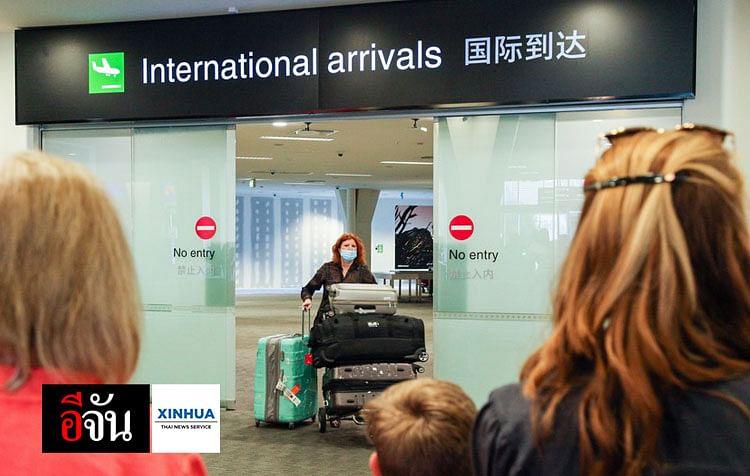 ประชาชนรอรับญาติ ซึ่งเดินทางมาจากออสเตรเลีย