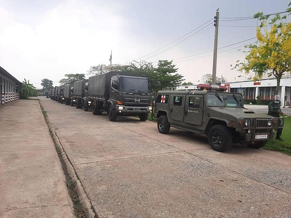 รถทหาร และรถสองตอน ในภารกิจ จำนวน10 คัน