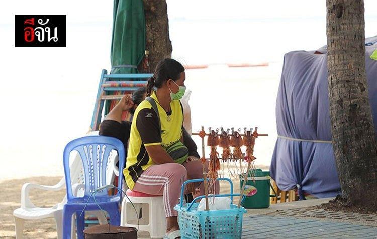แม่ค้าปลาหมึกย่าง นั่งคอยลูกค้าด้วยความหวัง