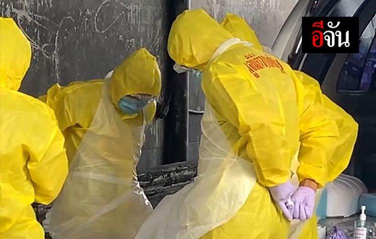 เจ้าหน้าที่ชุด PPE ตรวจสอบศพ อยู่บริเวณทางเข้าการท่าเรือ เขตคลองเตย
