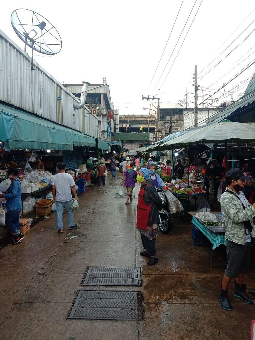 บรรยากาศภายในพื้นที่ตลาดบางกะปิ ก่อนประกาศปิดด่วน
