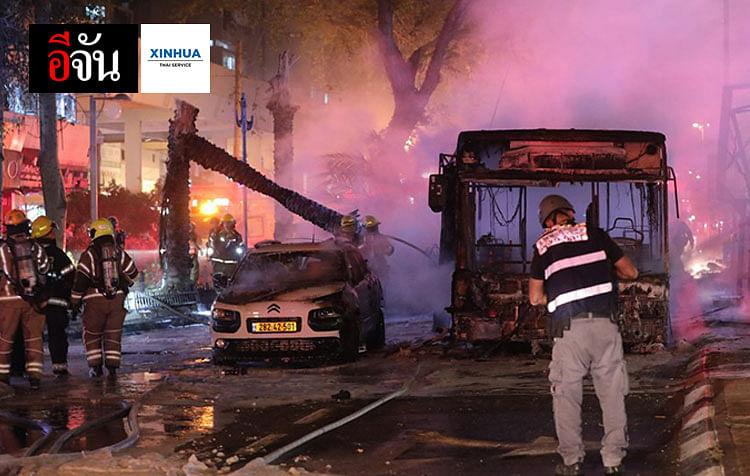 สภาพความเสียหายในเมืองโฮโลนทางตอนกลางของอิสราเอล หลังถูกยิงจรวดถล่ม วันที่ 11 พ.ค. 2564