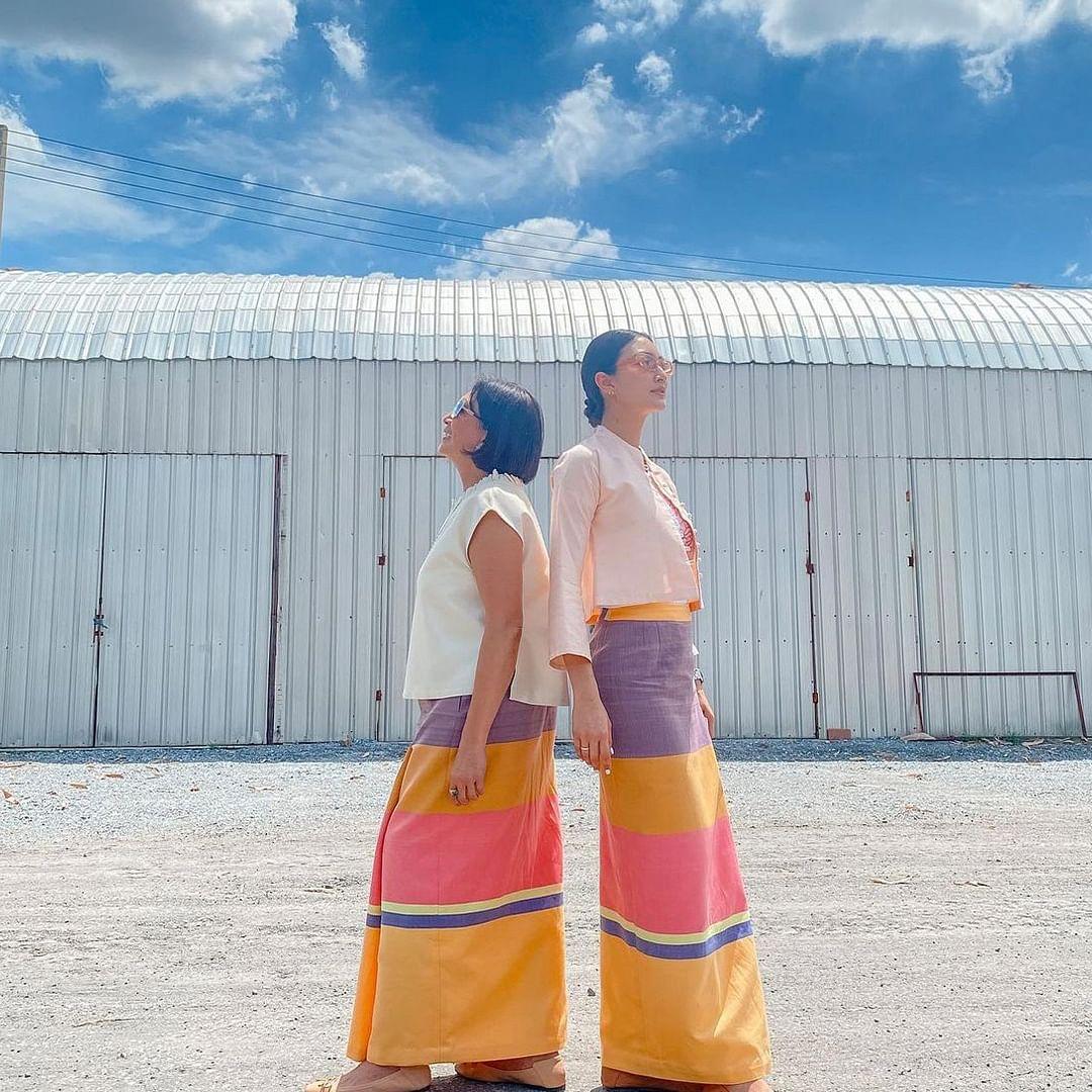 แพนเค้กใส่ผ้าถุง ผ้าไทยที่มีสีสันสดใส สุดน่ารักคู่กับคุณแม่