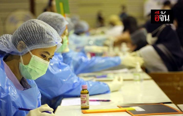 ทีมแพทย์และพยาบาลในการรอฉีดวัคซีนให้ผู้ป่วย