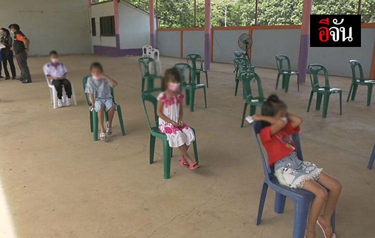 เด็กๆที่รอตรวจหาเชื้อโควิด-19