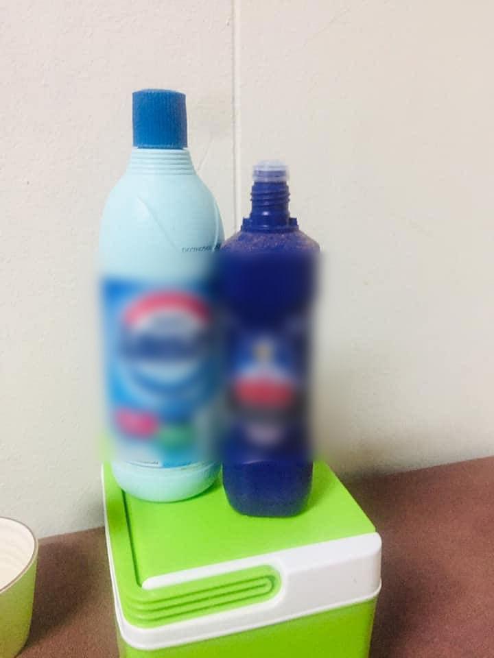 น้ำยาล้างห้องน้ำ และ ยาซักผ้าขาว ชนิดกนึ่ง