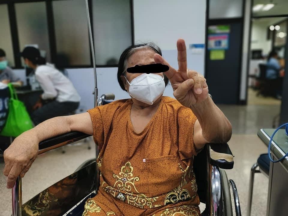 คุณป้าคนหนึ่ง อายุ 74 ปี ซึ่งเป็นผู้ป่วยโควิด อาการหนัก แต่คุณยายมารักษาจนหายขาด