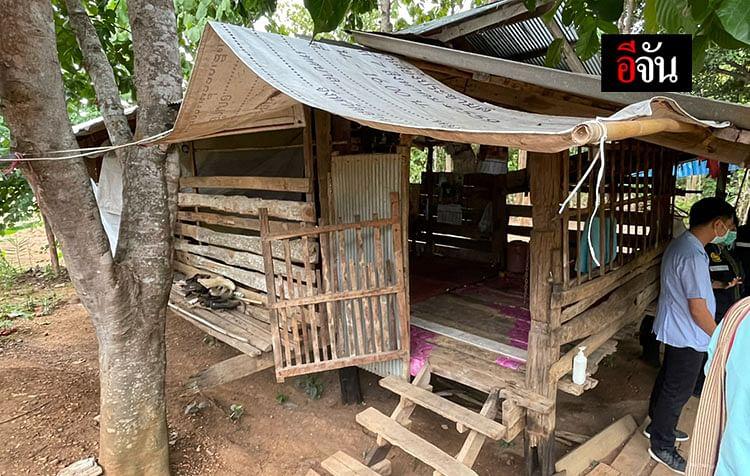 ผู้ป่วยแยกกักตัวอยู่คนเดียวในกระท่อมภายในสวนของบ้านของตนเอง