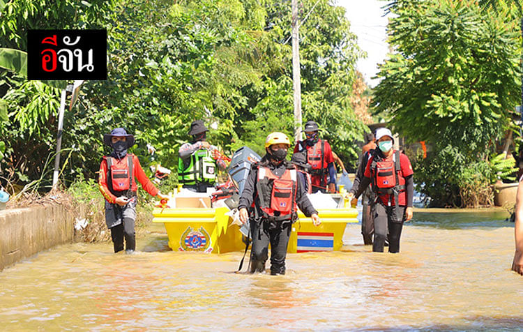 พี่จัน ลุงอู๊ด และทีมเพชรเกษม ลงพื้นที่แจกข้าว ชาวบ้านที่ถูกน้ำท่วม