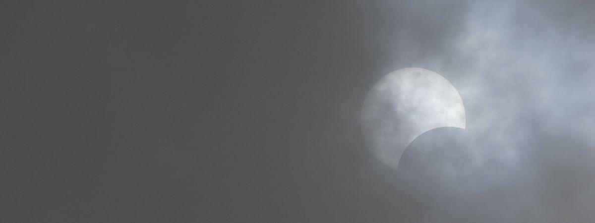 ಭಾನುವಾರದ ಗ್ರಹಣ ನಮ್ಮ ಕ್ಯಾಮೆರಾಗೆ ಸಿಕ್ಕಿದ್ದು ಹೇಗೆ ಗೊತ್ತಾ?