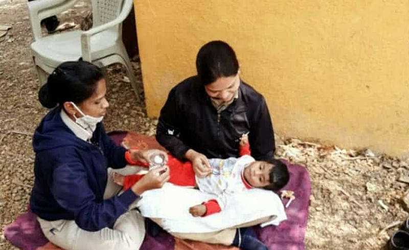 female police feed with love to two days of hungry baby after mother died in alandi