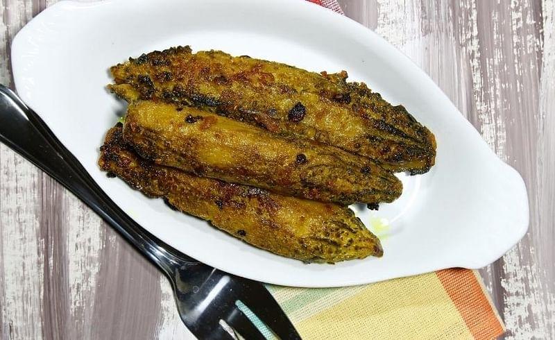 हेल्दी टेस्टी पदार्थ खायचा असेल तर घरीच बनवा आंबट गोड कारल्याची भाजी; सोपी रेसिपी