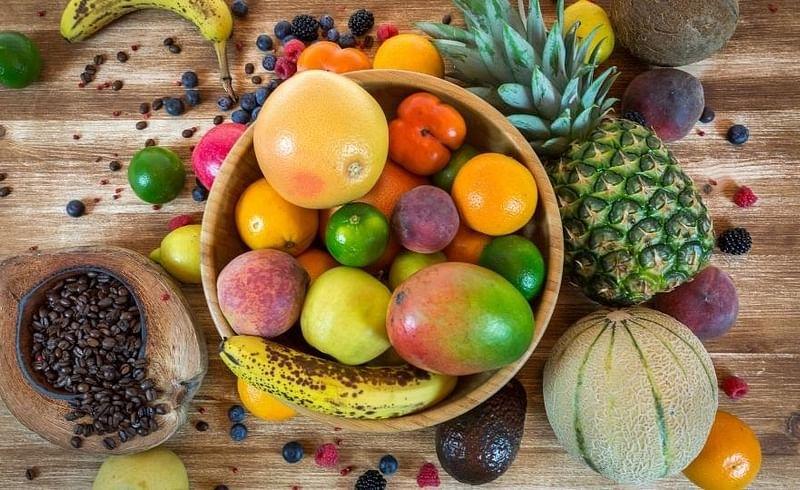 गरमीच्या दिवसात तीन फळे चुकूनही फ्रीजमध्ये ठेऊ नका