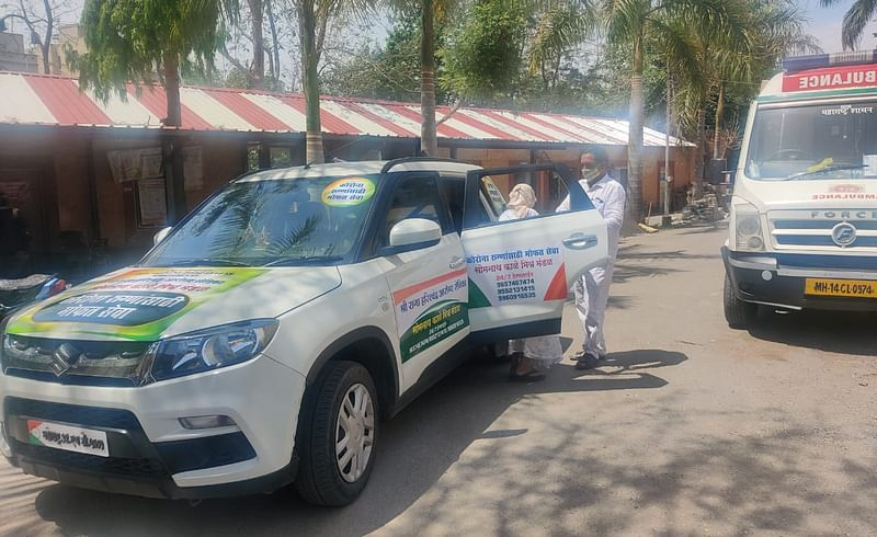upsarpanch of Ghodegaon gave his own car for ambulance service