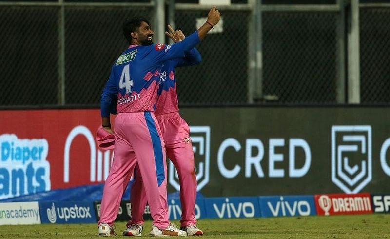 IPL 2021 : कॅच घेतल्यावर रियान-राहुलनं काढला सेल्फी; नखरेल व्हिडिओ पाहाच